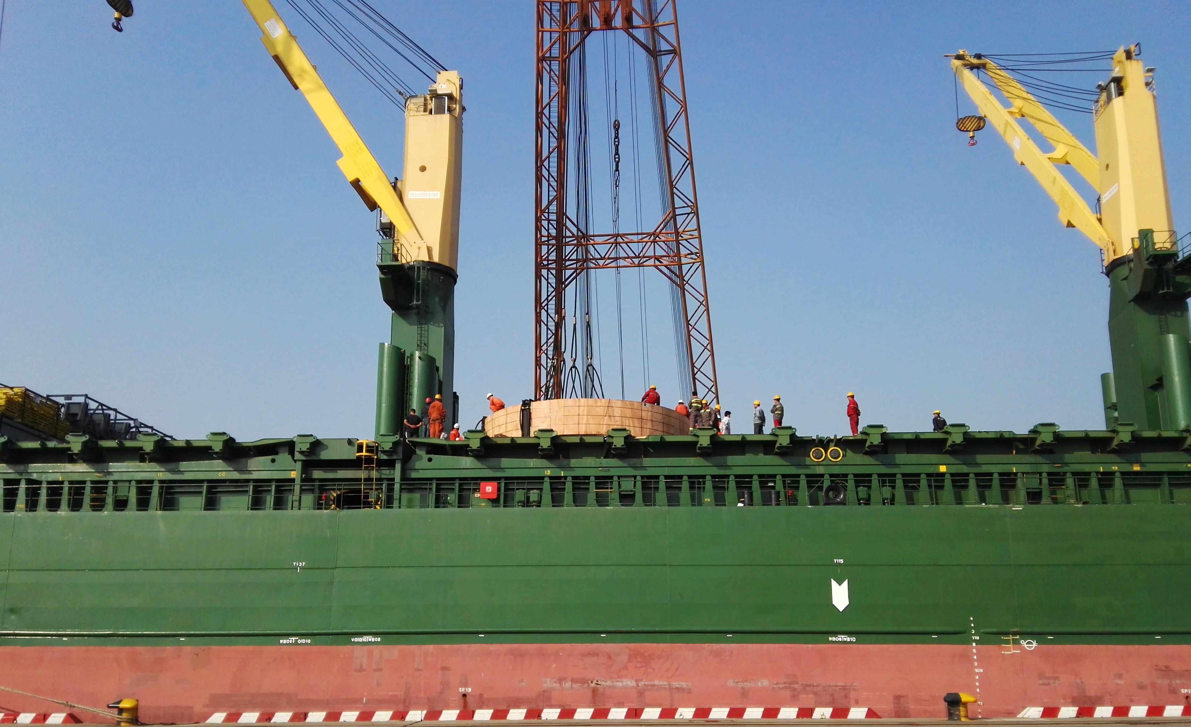 200 ton floating crane shipment